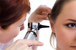 Боль в ушах при простуде: как от нее избавиться?