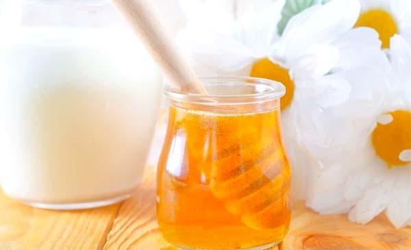 Мед с молоком при простуде