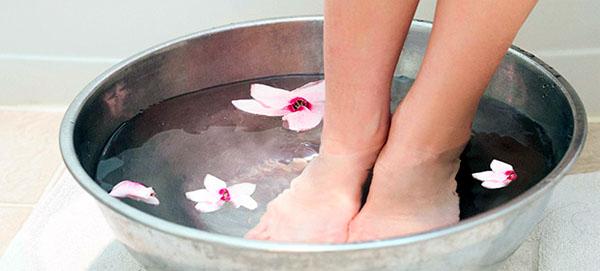Как парить ноги при простуде